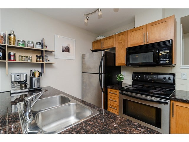 # 203 2342 WELCHER AV - Central Pt Coquitlam Apartment/Condo for sale, 1 Bedroom (V1082255) #2