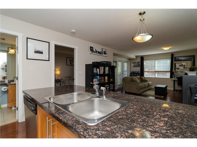 # 203 2342 WELCHER AV - Central Pt Coquitlam Apartment/Condo for sale, 1 Bedroom (V1082255) #5
